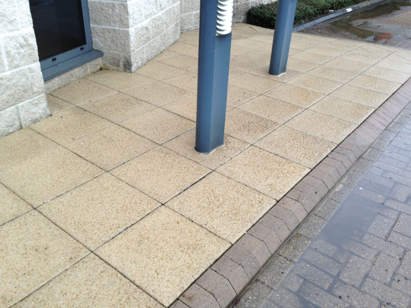 Patio cleaning basingstoke patio cleaning hampshire for Cleaning concrete patio slabs
